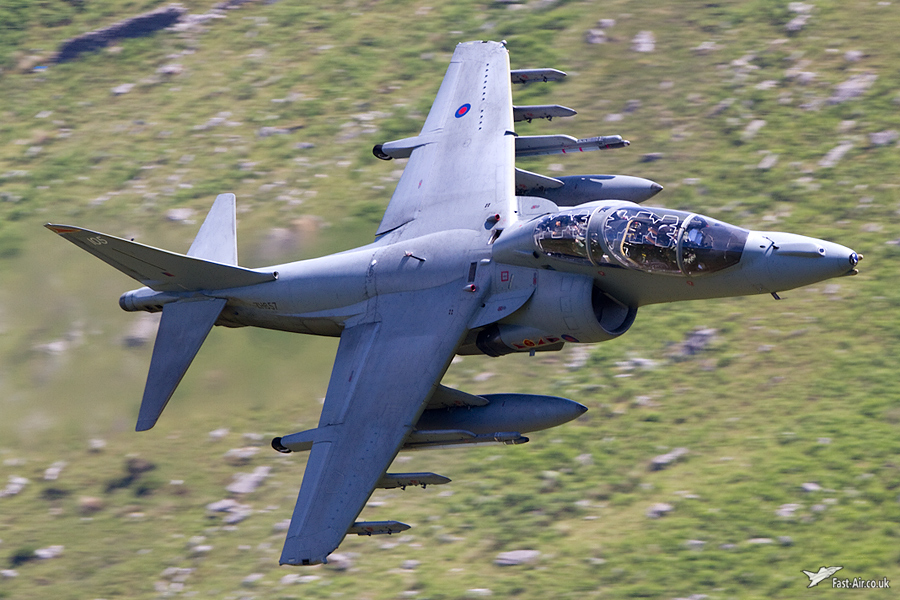 Royal Navy Harrier T12 ZH657 / 105 - 800 NAS low level picture