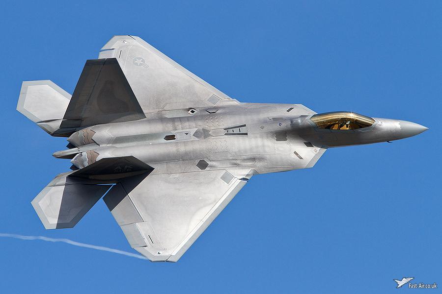 USAF F-22 Raptor 06-4126 landing photo 4